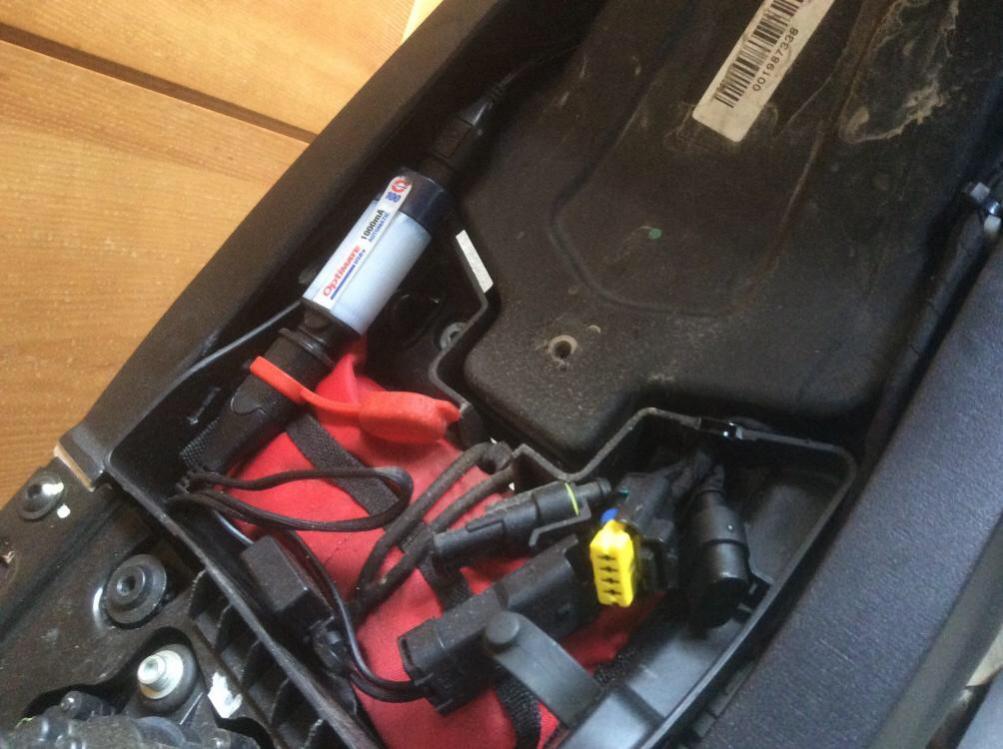 batterie laden im eingebauten zustand
