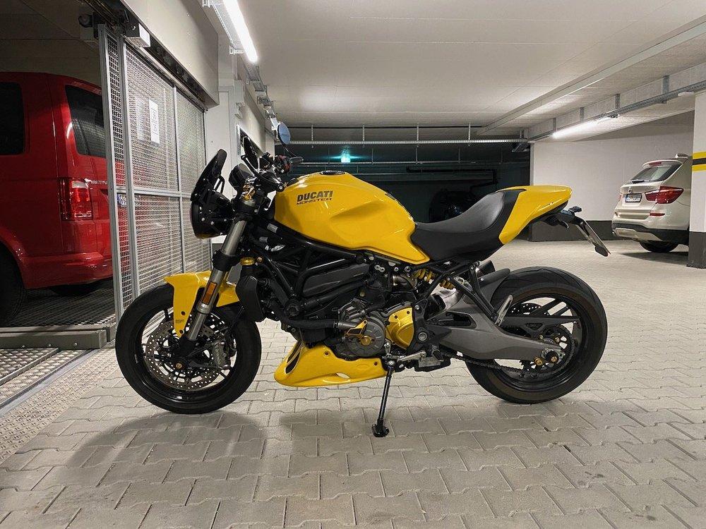 Moto22 - 1.jpeg